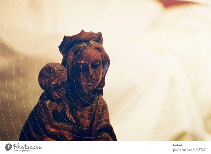 Maria I Kind Holz Religion & Glaube Statue Baumkrone heilig Gott Jesus Christus Christentum Götter Ikonen Eltern schnitzen