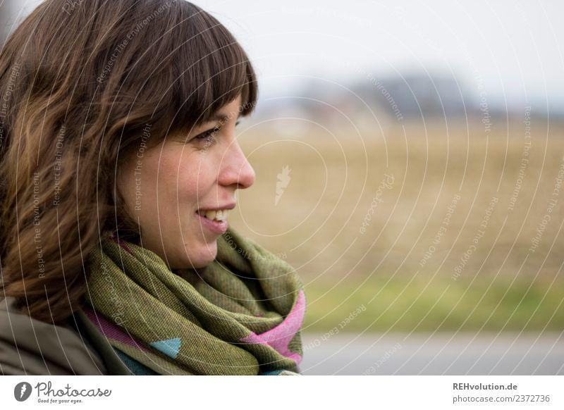 Julia | Junge Frau sieht in die Ferne Mensch feminin Jugendliche Erwachsene Kopf Haare & Frisuren Gesicht 1 18-30 Jahre Umwelt Natur Landschaft Herbst Feld