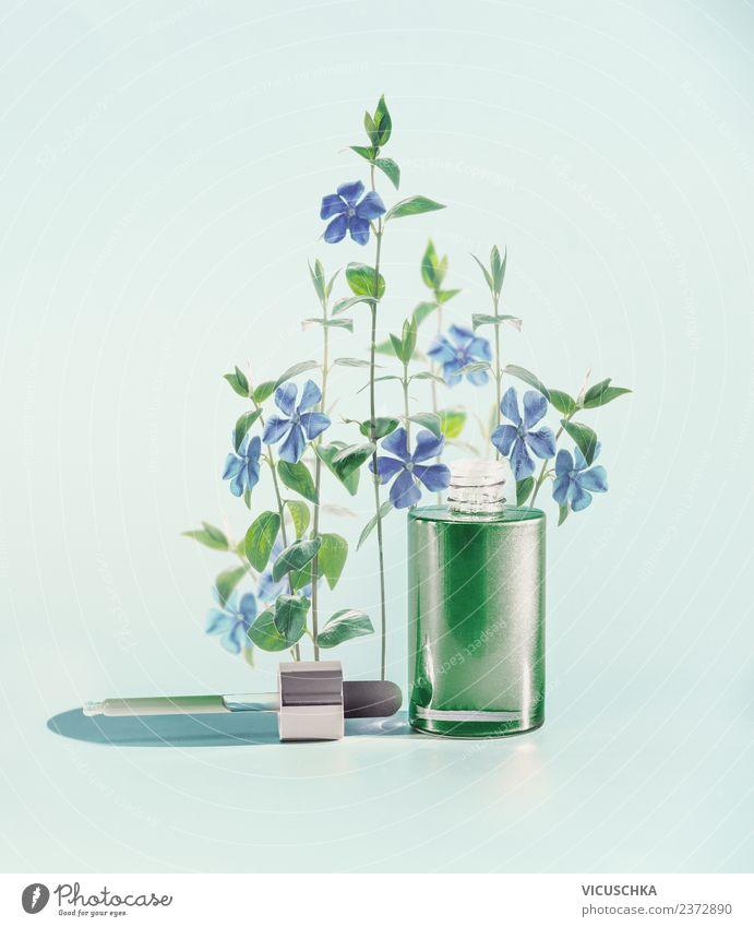 Grüne Gesichtsserum mit Pipette , Blumen und Kräuter Stil Design schön Kosmetik Parfum Gesundheit Spa Natur Pflanze trendy Serum Heilpflanzen grün