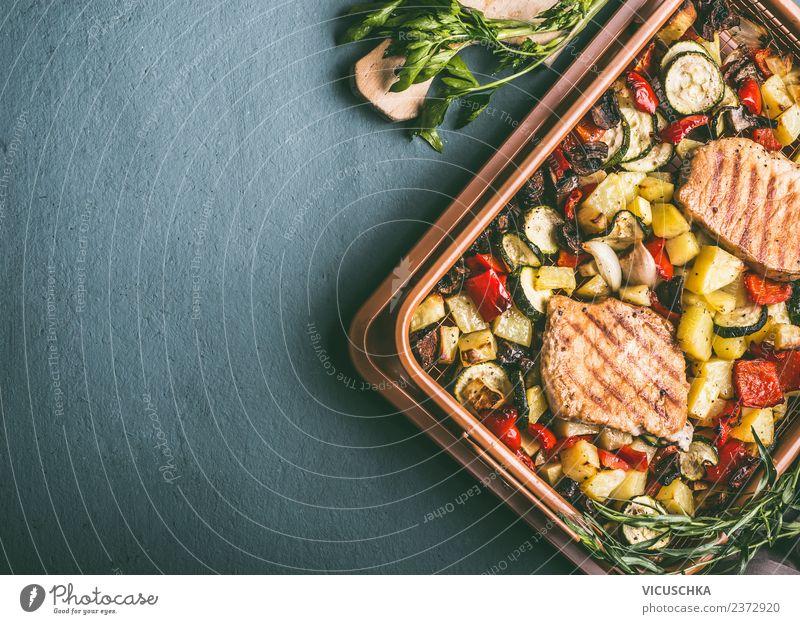 Gegrilltes Gemüse und Fleisch im Grillrost Lebensmittel Kräuter & Gewürze Ernährung Mittagessen Picknick Bioprodukte Geschirr Stil Design Hintergrundbild