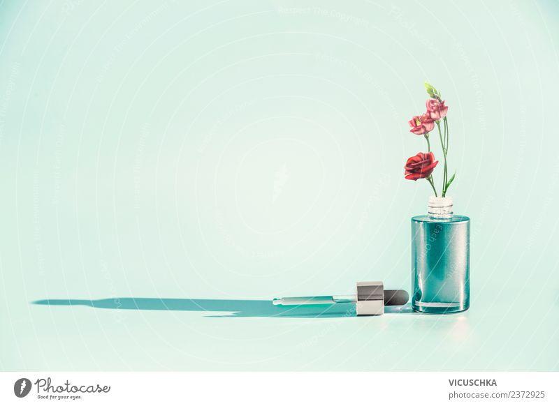 Kosmetik Flasche mit Pipette und Blumen kaufen Stil Design schön Gesundheit Wellness Spa Natur Pflanze Container rein Serum Hintergrundbild Entwurf Gesichtsöl