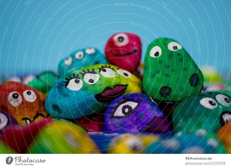 Monstersteine Gesicht Kunst Stein außergewöhnlich Auge Verschiedenheit Charakter Figur Gefühle verrückt Tier bemalt Kreativität Idee Farbfoto mehrfarbig