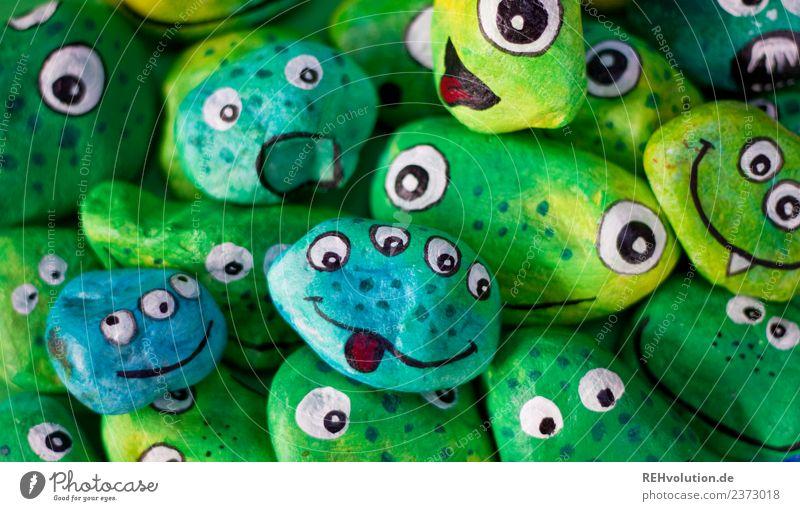 Monstersteine   grün Basteln Stein außergewöhnlich einzigartig lustig Freude Idee Inspiration Kreativität Gesicht Auge bemalt Farbfoto Innenaufnahme Tag