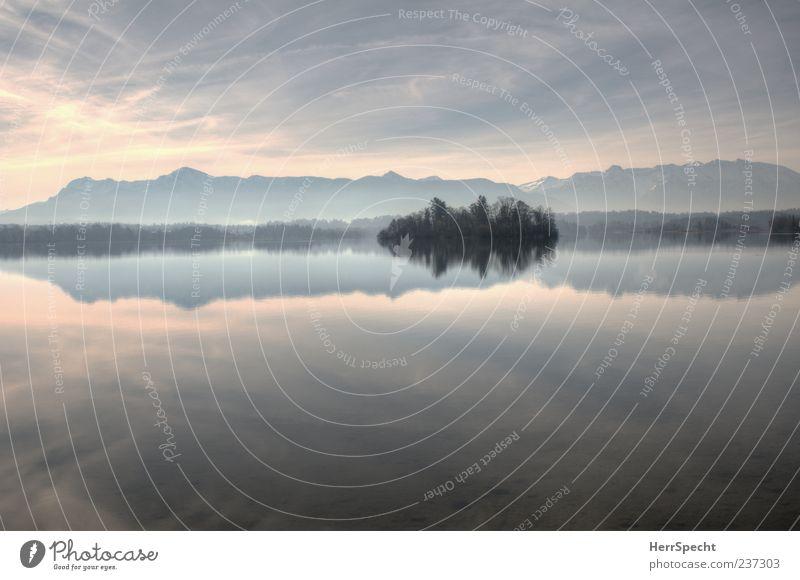 Alpenblick Himmel Natur blau schön Einsamkeit ruhig Erholung Landschaft kalt Berge u. Gebirge grau See Insel Idylle Schönes Wetter