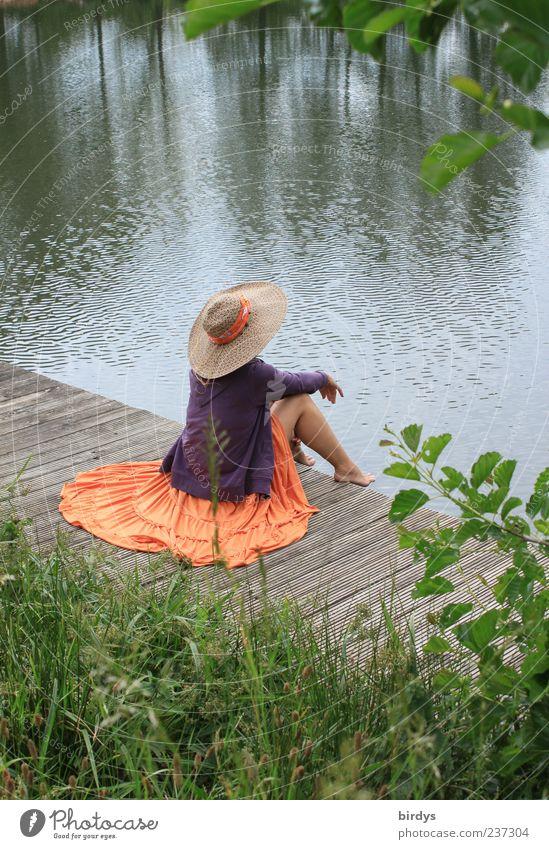 Das Leben kann sooo schön sein Mensch Natur Jugendliche Wasser Junge Frau Einsamkeit Gras feminin Stil träumen elegant Idylle authentisch sitzen ästhetisch