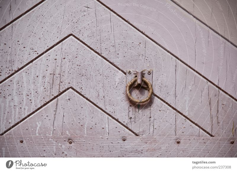 KLINGEL Tür rosa Linie Pfeil graphisch alt antik Hintergrundbild Strukturen & Formen Maserung Muster Holz Eingang Tor Holztor Holztür Metallring 1 Türklopfer