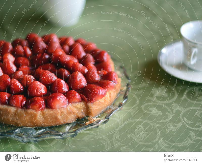 hätt ich dich heut erwartet rot Ernährung Lebensmittel Feste & Feiern Frucht Tisch Getränk süß Kaffee Appetit & Hunger Kuchen lecker Erdbeeren Tischwäsche Torte