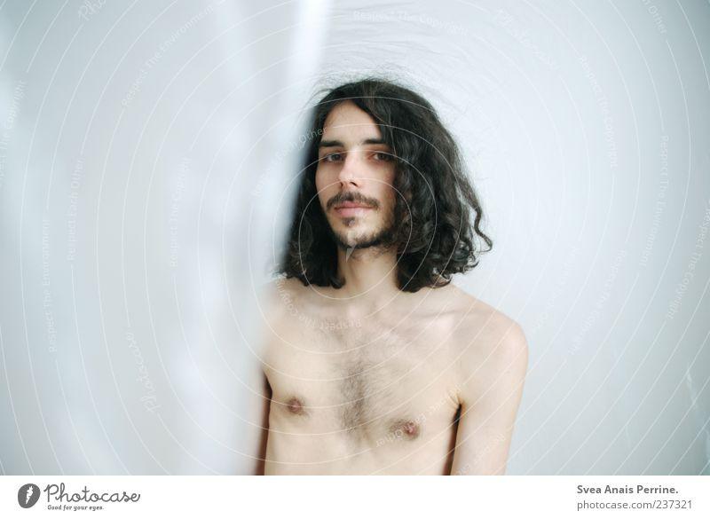plastik. maskulin Haut Haare & Frisuren Gesicht 1 Mensch 18-30 Jahre Jugendliche Erwachsene schwarzhaarig langhaarig Locken einzigartig dünn Folie Farbfoto