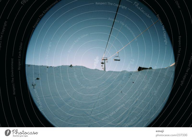 Sesselbahn Natur Himmel Wolkenloser Himmel Winter Eis Frost Schnee Alpen Berge u. Gebirge kalt blau Einsamkeit Farbfoto Außenaufnahme Lomografie Menschenleer