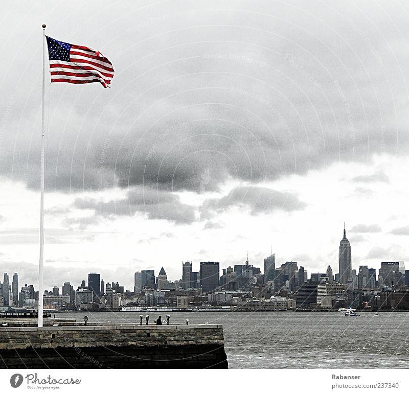 Mein 50stes!! Wasser weiß Stadt rot schwarz Haus Architektur grau Gebäude Tourismus Hochhaus USA Fahne Hafen Bankgebäude Skyline