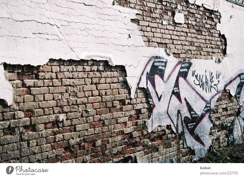 Schwindende Kunst Wand Mauer Graffiti Freizeit & Hobby Backstein Verfall Durchbruch Schmiererei Farbdose