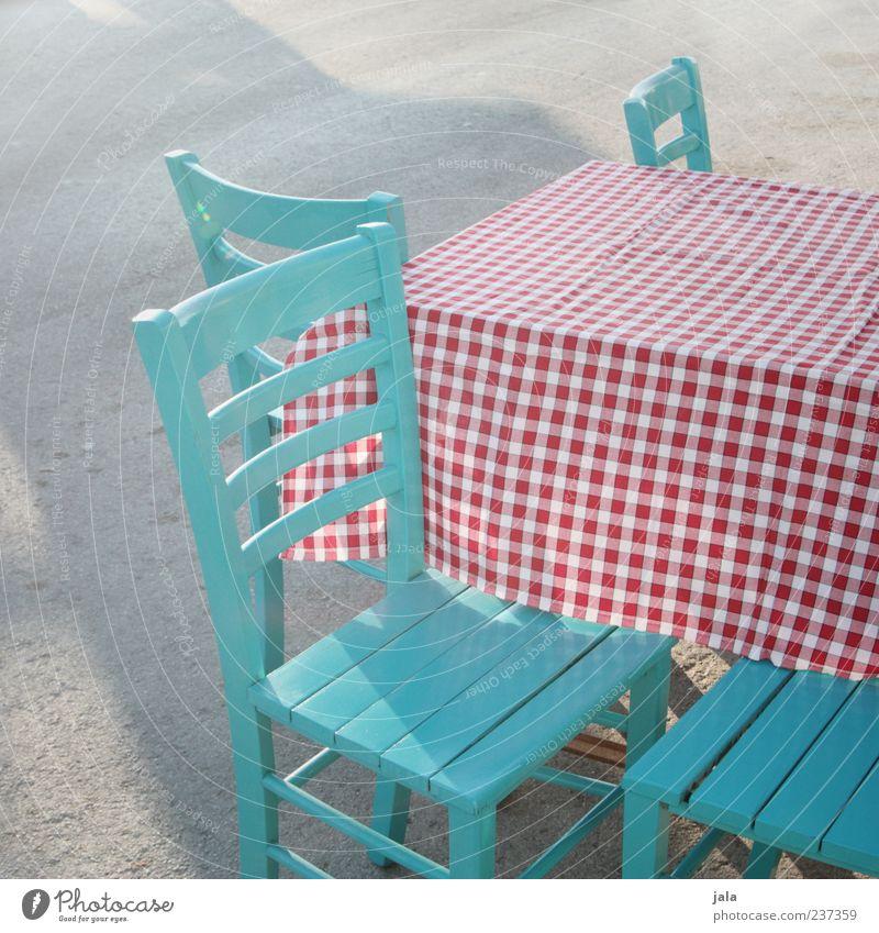 tischlein deck dich! Tisch leer Stuhl Restaurant türkis Gastronomie kariert Tischwäsche Sitzgelegenheit Farbe Holzstuhl Strassenrestaurant