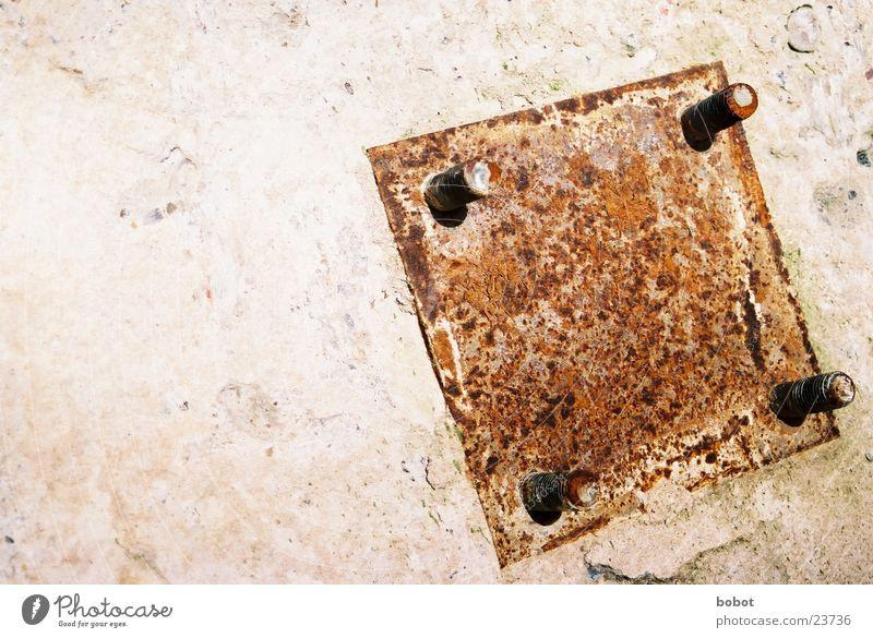 Rost im Quadrat alt Stein Metall Industrie Stahl Schraube Demontage Zerreißen