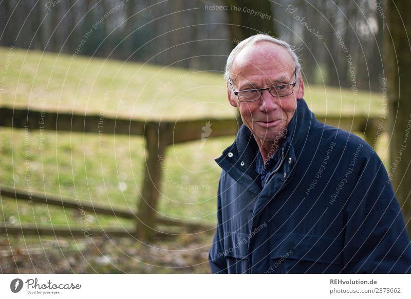 Senior unterwegs Mensch Natur Mann alt Landschaft Freude Umwelt natürlich Wiese Glück Kopf Freizeit & Hobby Zufriedenheit maskulin 60 und älter