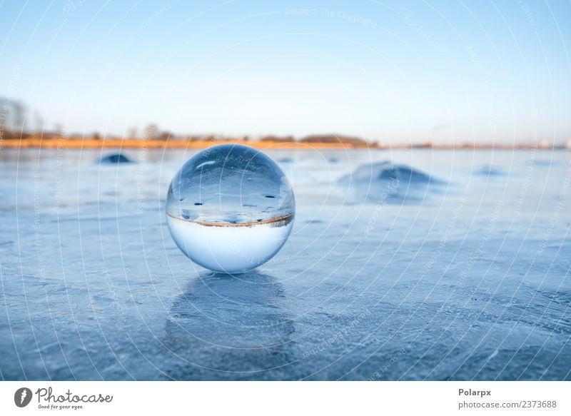 Transparente Glaskugel auf einem gefrorenen See Design schön Wellness Meditation Winter Schnee Berge u. Gebirge Dekoration & Verzierung Natur Landschaft Himmel