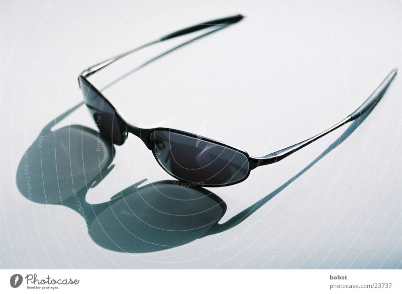 Oakley Sonne Sommer Wärme hell Coolness Freizeit & Hobby Physik Sonnenbrille blenden Eisdiele