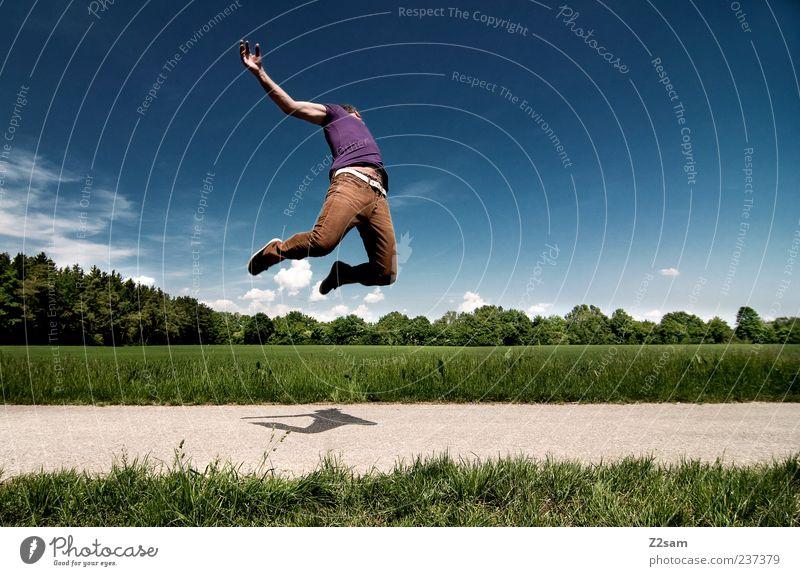 up in the sky Lifestyle Stil Junger Mann Jugendliche 1 Mensch 18-30 Jahre Erwachsene Umwelt Natur Landschaft Himmel Horizont Sommer T-Shirt Hose Bewegung