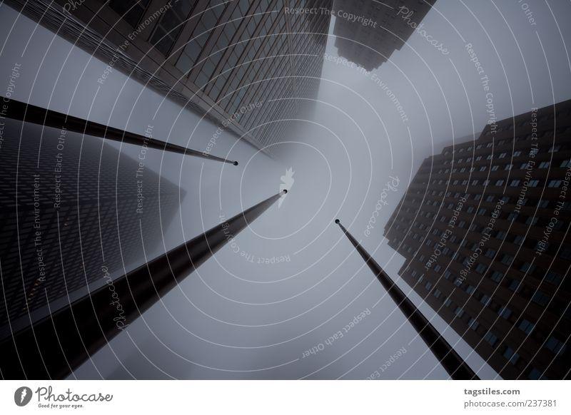 RISIN' HIGH Stadt Ferien & Urlaub & Reisen Wolken Straße Angst Nebel hoch groß Reisefotografie Hochhaus bedrohlich Unendlichkeit Platzangst Zukunftsangst Kanada