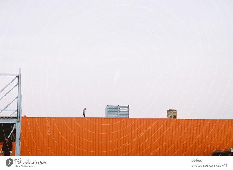 Worker Handwerk Arbeiter Handwerker Bauarbeiter Dach Industrie Baustelle Lagerhalle orange whoiscocoon