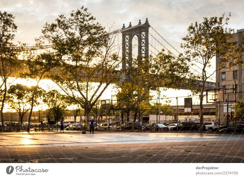 Manhattan Bridge in New York Ferien & Urlaub & Reisen dunkel Architektur Gebäude Tourismus außergewöhnlich Freiheit Stadtleben Ausflug Park ästhetisch