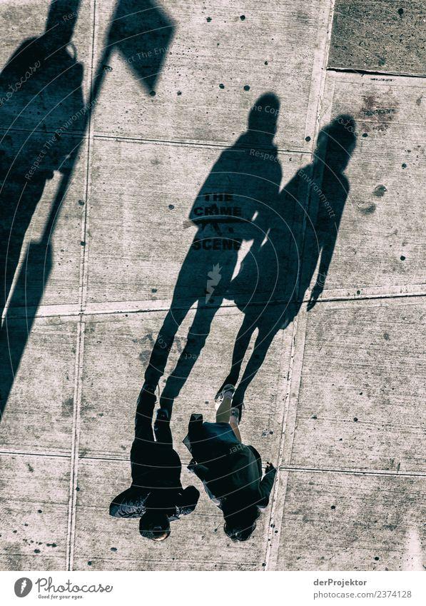 Nur noch Schatten Ferien & Urlaub & Reisen Tourismus Ausflug Abenteuer Freiheit Sightseeing Städtereise Mensch 3 Stadt Stadtzentrum Personenverkehr Straße