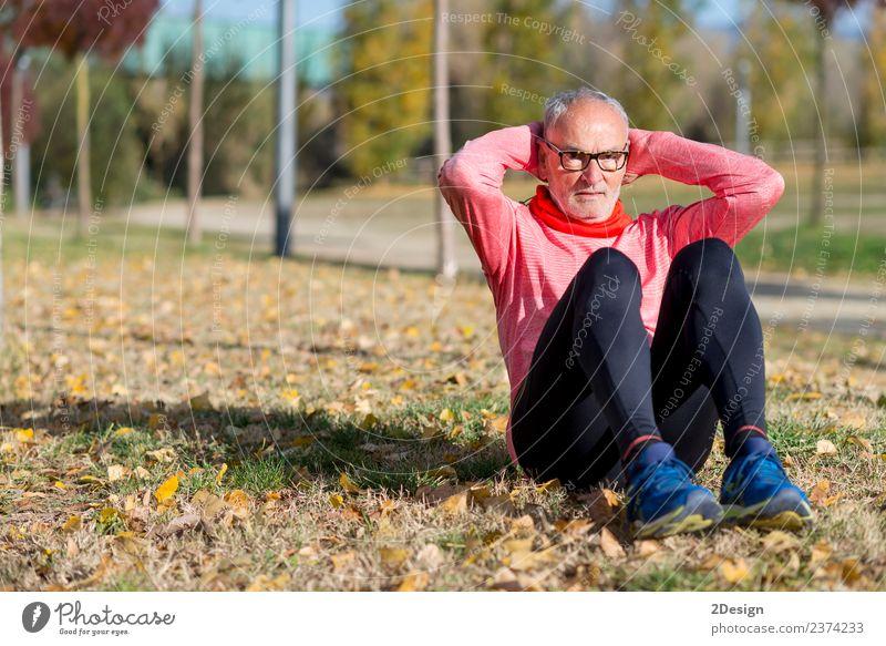 Senior Man beim Training im Park Diät Lifestyle Körper Gesundheit Gesundheitswesen Freizeit & Hobby Sommer Sport Leichtathletik Sportler Joggen Mensch maskulin