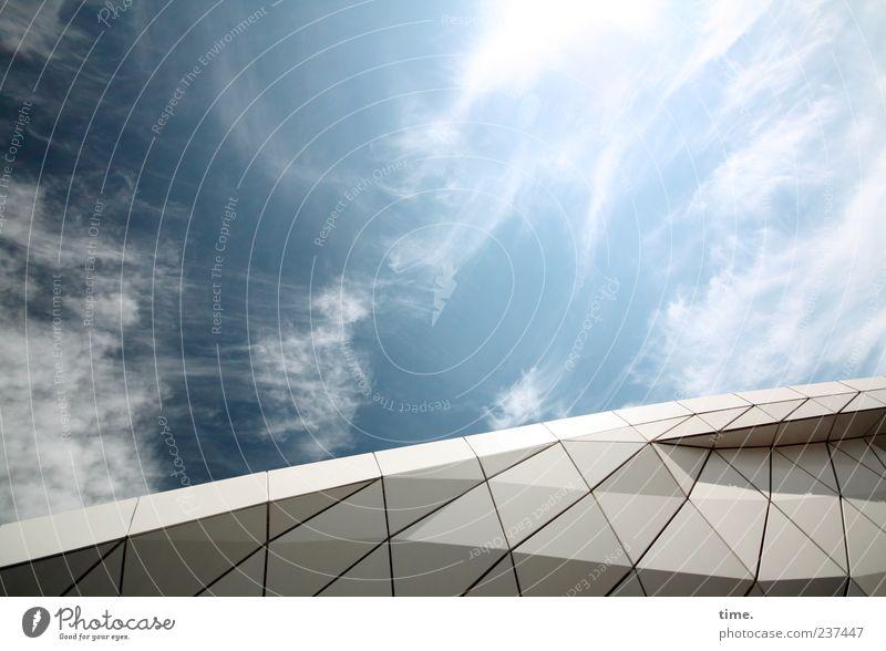 Himmel über Hamburg blau Wolken Umwelt Leben Architektur Kunst Stimmung Klima ästhetisch Dach Wandel & Veränderung Bauwerk Konstruktion Inspiration