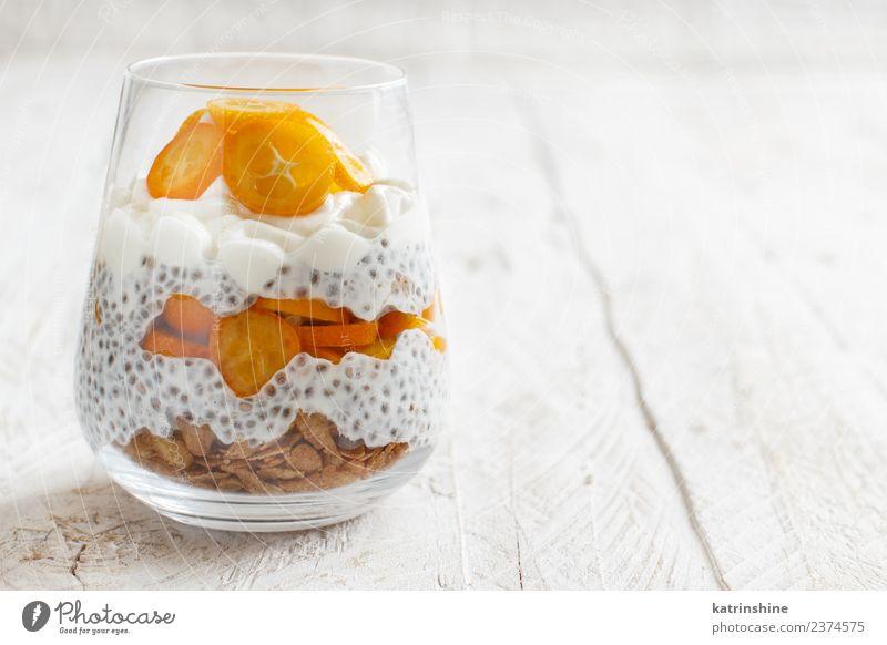 Chiapudding-Parfait, geschichtet mit Kumquat und Müsli Joghurt Frucht Dessert Essen Frühstück Diät Schalen & Schüsseln Löffel hell grün weiß Farbe Pudding Samen
