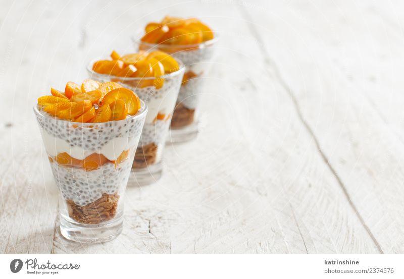 Chiapudding-Parfait, geschichtet mit Kumquat und Müsli Joghurt Frucht Dessert Essen Frühstück Diät Schalen & Schüsseln Löffel hell weiß Farbe Pudding Samen