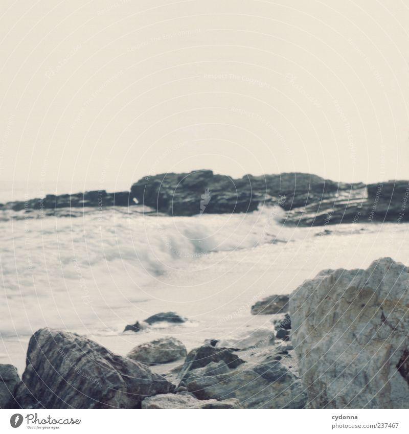 Küste Ferien & Urlaub & Reisen Tourismus Ausflug Umwelt Natur Landschaft Sand Wasser Himmel Sommer Felsen Wellen Strand Meer einzigartig Idylle Mittelformat