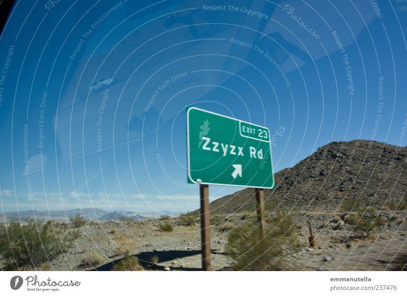 Zzyzx Road Mojave Desert Natur grün Sommer Landschaft außergewöhnlich Tourismus Sträucher Buchstaben Wüste Schönes Wetter skurril Kalifornien Verkehrsschild Verkehrszeichen Straßennamenschild Amerika