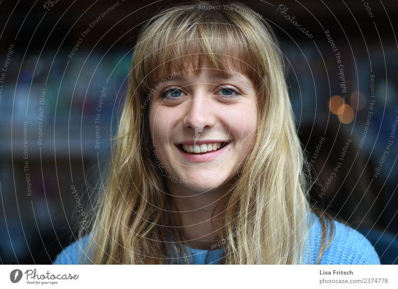 lächeln Lifestyle Freude Glück schön Haare & Frisuren Haut Nachtleben Entertainment Flirten feminin Junge Frau Jugendliche Kopf Gesicht 1 Mensch 18-30 Jahre