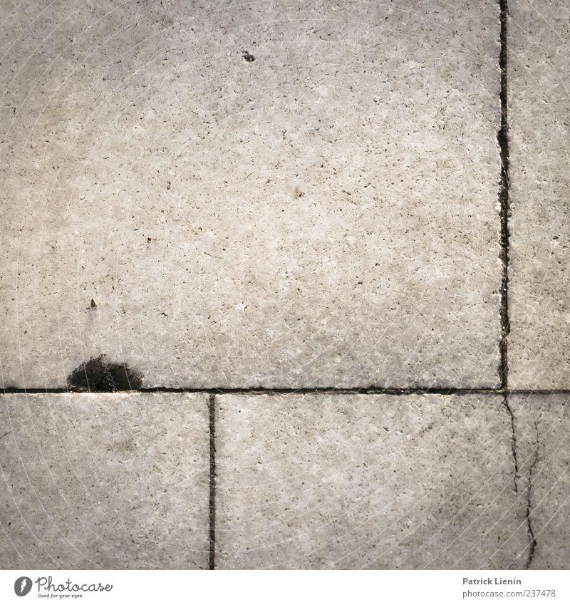 You are a tourist Straße Beton Linie kaputt Boden Bodenbelag Riss Loch leer Gedeckte Farben Außenaufnahme Nahaufnahme Detailaufnahme Muster Strukturen & Formen