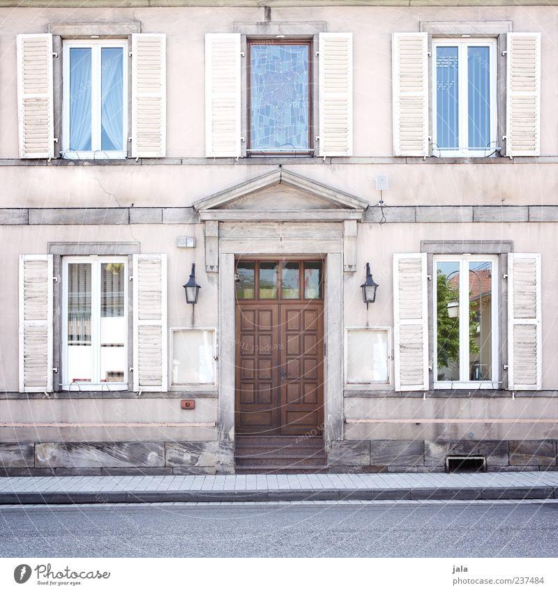 rue de la gare de l est Haus Bauwerk Gebäude Architektur Fassade Fenster Tür Straße Bürgersteig alt ästhetisch Farbfoto Außenaufnahme Menschenleer Tag