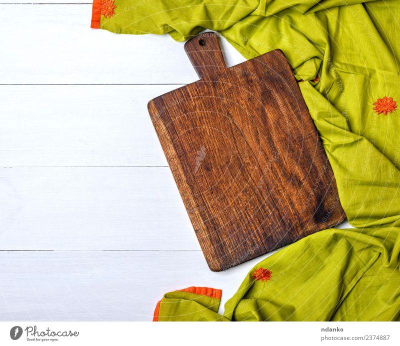 rechteckiges altes leeres Schneidebrett Küche Holz dunkel natürlich braun grün Holzplatte Schneiden Hintergrund rustikal Essen zubereiten Lebensmittel