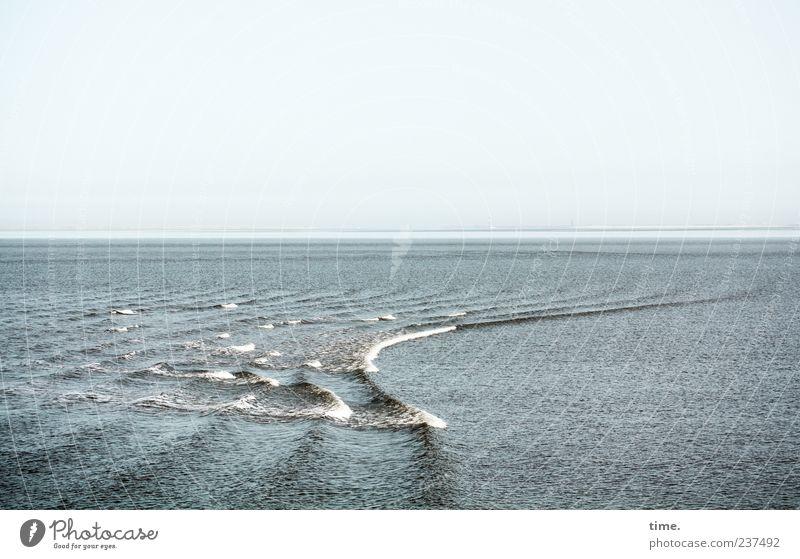 Spiekeroog | Noch Meer für alle Himmel blau Wasser Ferien & Urlaub & Reisen Meer grau Linie Horizont Wellen Tourismus Wandel & Veränderung parallel Gischt Wellengang Kontrast Menschenleer