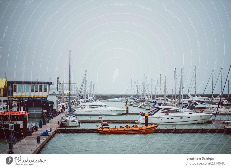 Hafen Brighton Stadt Meer Wasserfahrzeug Schifffahrt Mut Steg Anlegestelle England Willensstärke Hafenstadt trüb Bootsfahrt