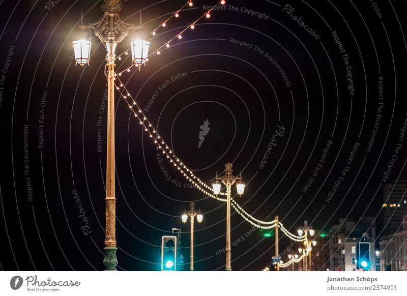 Laternen bei Nacht, Brighton, England alt dunkel Hintergrundbild Beleuchtung Textfreiraum Lampe retro leuchten ästhetisch historisch Fußweg Bürgersteig