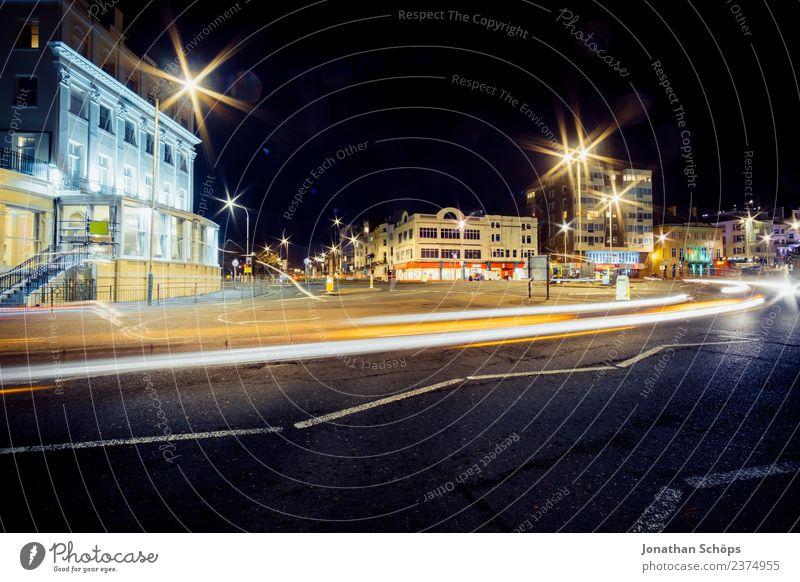 erleuchtete Kreuzung, Nachtaufnahme, Brighton, England dunkel Hintergrundbild PKW Verkehr ästhetisch leer Geschwindigkeit Bauwerk Straßenbeleuchtung Asphalt