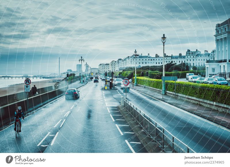 Blick aus Doppeldeckerbus in Brighton, England blau Stadt Haus Winter Ferne dunkel Straße kalt Küste Stimmung Regen PKW Wetter Fahrrad Aussicht ästhetisch