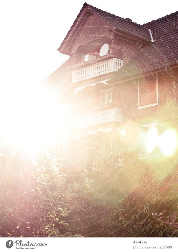 Sommerhaus Haus Gebäude ästhetisch Einfamilienhaus Blendenfleck Dachgiebel
