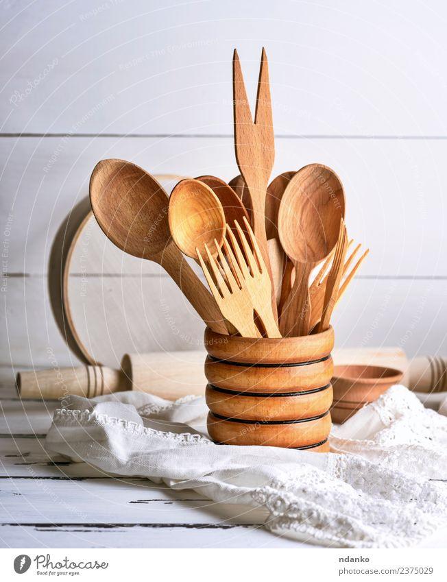 Holzlöffel und -gabeln Besteck Gabel Löffel Tisch Küche Werkzeug Sieb braun weiß Tradition Lebensmittel rustikal Hintergrund Utensilien Essen zubereiten Raum