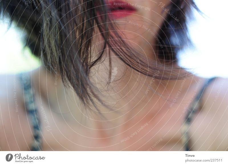 The Longing Junge Frau Jugendliche Erwachsene Haare & Frisuren Mund 1 Mensch brünett feminin Stimmung Begierde Sehnsucht Haarspitze Oberkörper Lippenstift rot