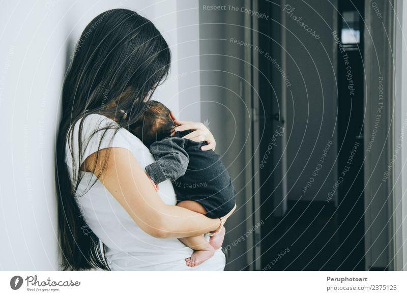 Frau Kind Mann schön Hand Erwachsene Lifestyle Liebe Familie & Verwandtschaft Junge klein Zusammensein Arme Baby niedlich schlafen