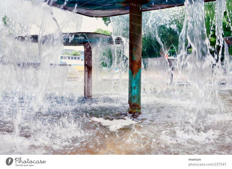 Spritzwasser Tourismus Wasser Stuttgart Schlosspark Park Brunnen Sehenswürdigkeit authentisch Farbfoto Außenaufnahme Menschenleer Textfreiraum links