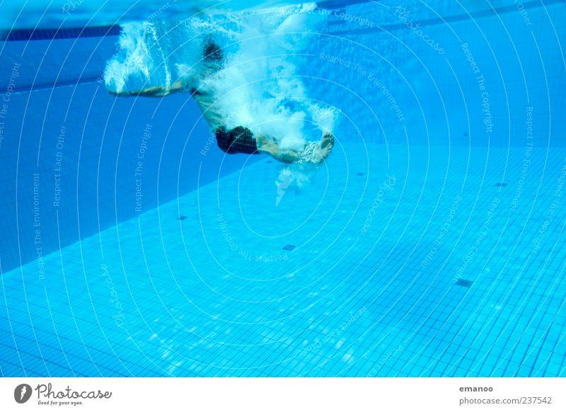 feet first 2 Mensch Mann blau Wasser Ferien & Urlaub & Reisen Freude Erwachsene Erholung Leben Sport Bewegung springen Stil Luft Schwimmen & Baden