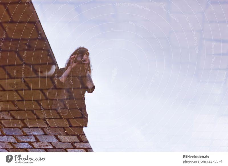 Carina | Pfützen-Foto-Portrait Lifestyle Stil Freizeit & Hobby Mensch Junge Frau Jugendliche Erwachsene 1 Himmel Stein beobachten ästhetisch authentisch