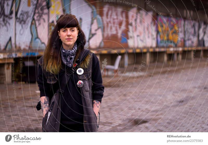Carina | Portrait mit Graffiti Lifestyle Stil Mensch feminin Junge Frau Jugendliche Erwachsene 1 18-30 Jahre Kunst Kultur Jugendkultur Subkultur Punk Hamburg
