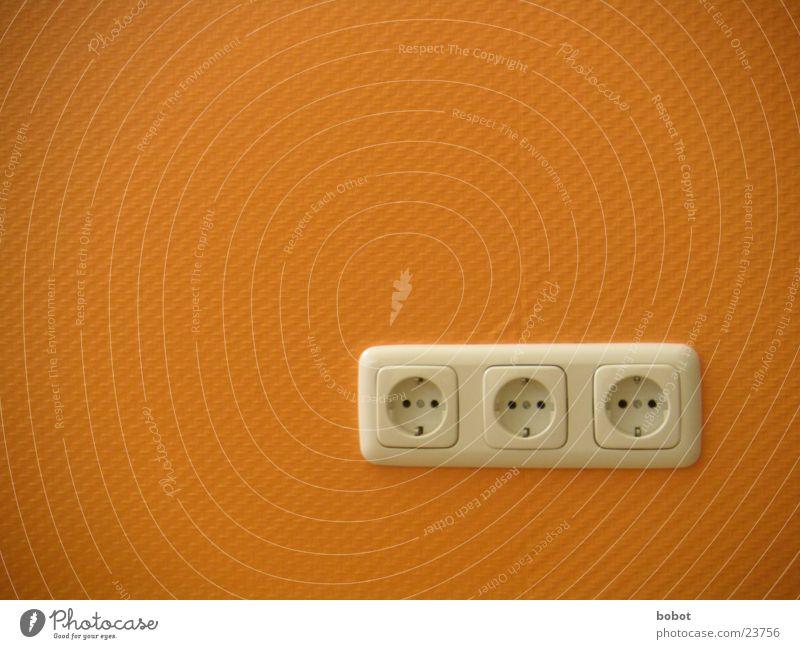 tote Dosen Wand orange Energiewirtschaft Elektrizität Technik & Technologie verbinden Steckdose Anschluss Stecker Elektrisches Gerät Raufasertapete