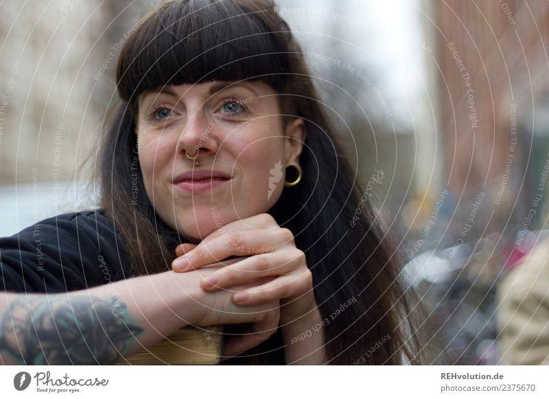 Carina | Portrait Lifestyle Stil Mensch feminin Junge Frau Jugendliche Erwachsene Gesicht 1 18-30 Jahre St. Pauli Stadt Stadtzentrum Straße Tattoo Piercing
